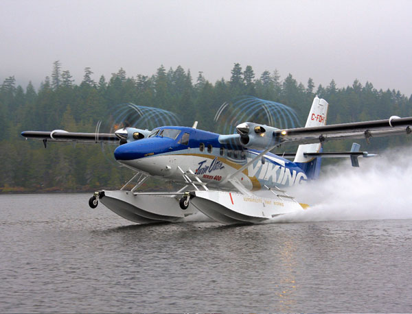 Pièces composites pour hydravion - Seaplane composite parts and assemblies